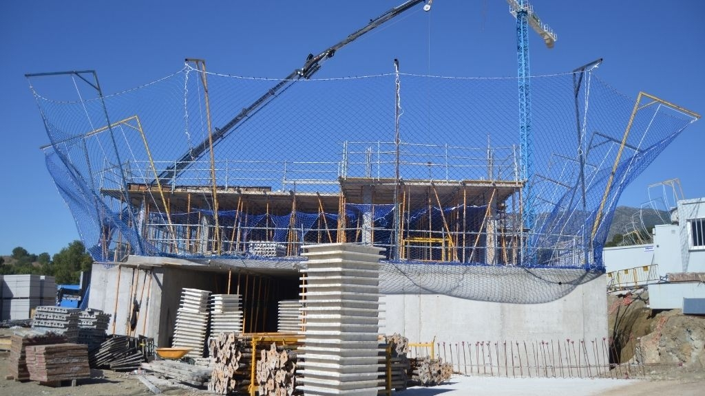 Phase VIII - 2021 03 Basement walls complete and structure rising in Block 75