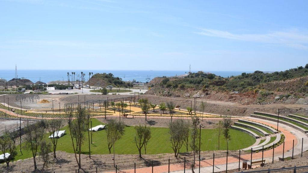 Urbanisation - 2021 04 The amphitheatre and herb garden