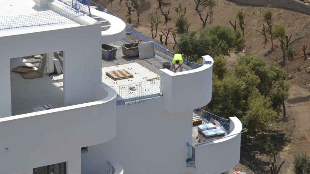 Phase V - 2021 04 Tiling the terraces in Block 52 Phase V