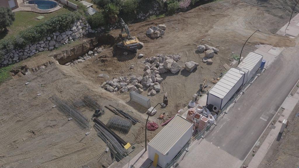 VILLAS - 2021 02 Construction of the first villa begins