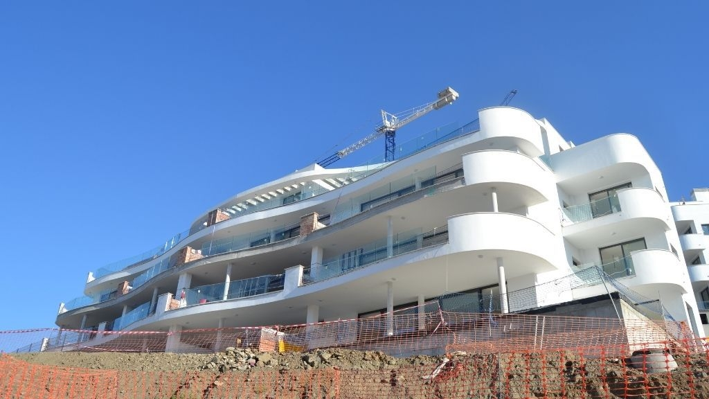 Phase V - 2021 07 Glass balustrades being installed in Blocks 54 and 55