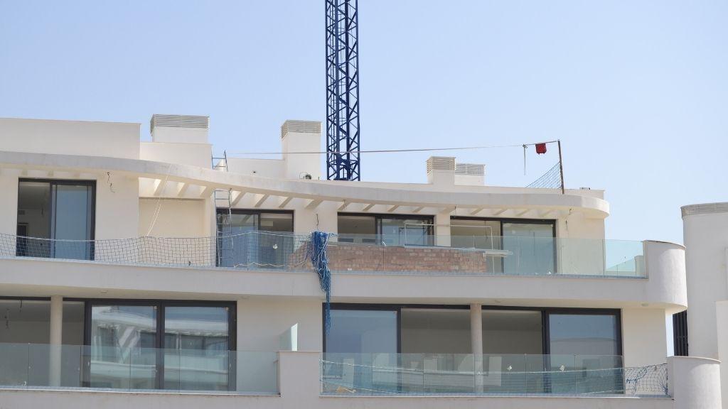 Phase V - 2021 08 Working at Sky Villa level in Phase V