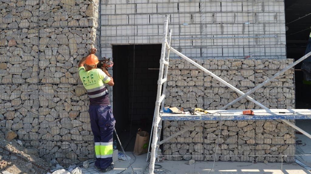 Phase V - 2021 09 894 kilos of stone make up the gabion walls in Phase V