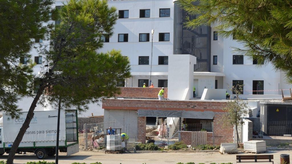 Phase V - 2021 09 Building the Phase V entrance