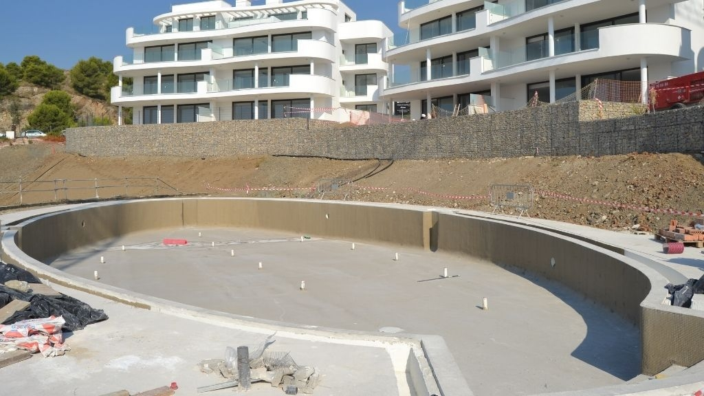 Phase V - 2021 09 The upper pool walls are ready to be rendered in Phase V