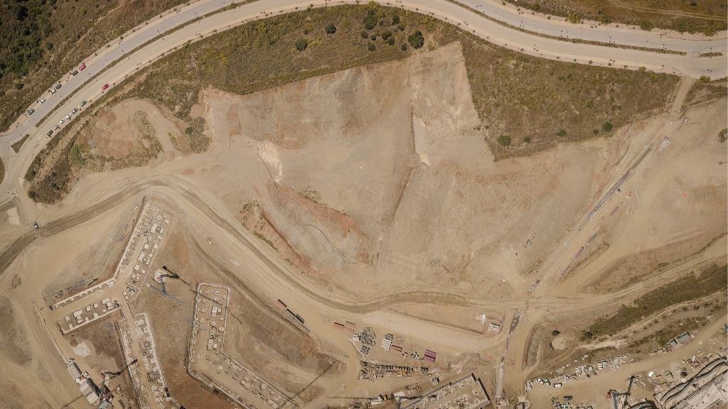 Phase III - 2019 05 - Aerial view of the earth movements on Phase III in preparation for construction