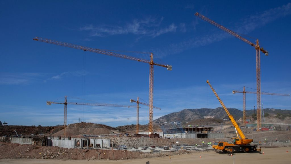 Phase III - 2019 10 - 5 Cranes hard at work in Phase III