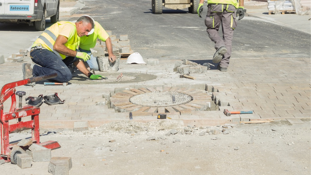 Urbanisation - 2020 01 - An example of real craftmanship laying brick around the manhole covers